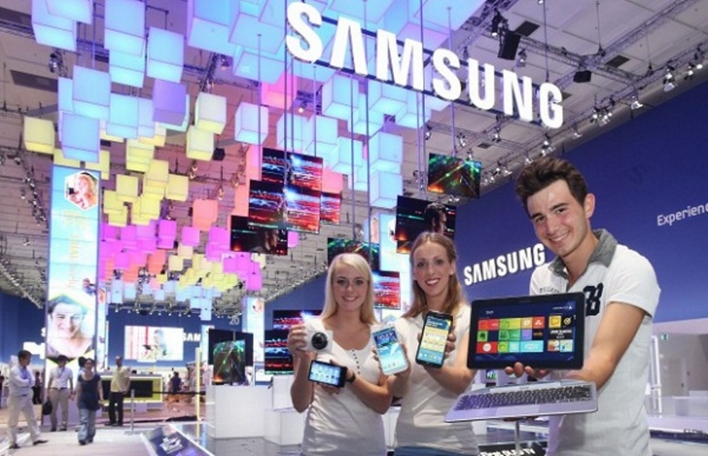 How-SMART-Signage-made-Samsung-the-center-of-attention-at-IFA-2015-1