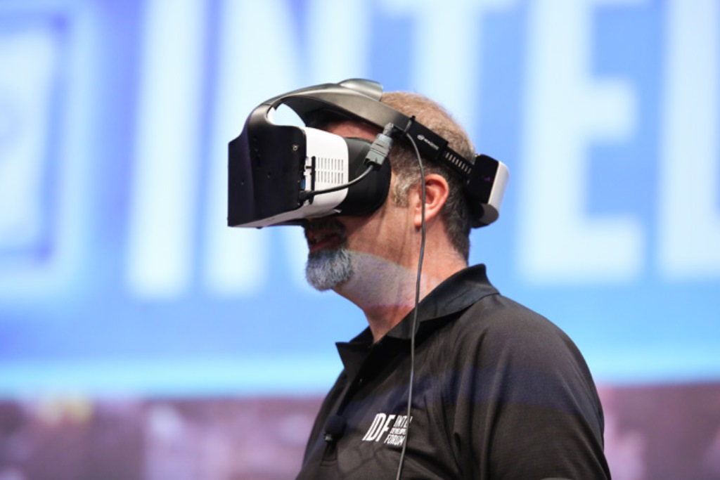Project Alloy, Intel svela il suo visore di Merged Reality