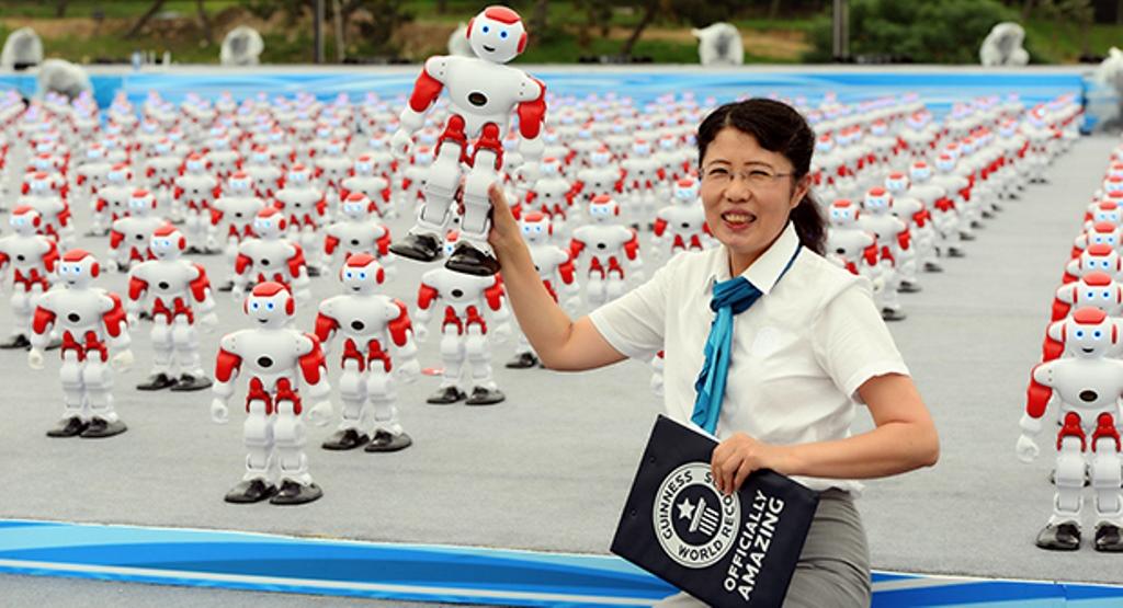 Cina: 1007 robot ballerini conquistano il Guinness World Record