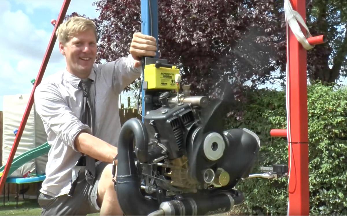 Colin Furze e l'altalena a 360° motorizzata
