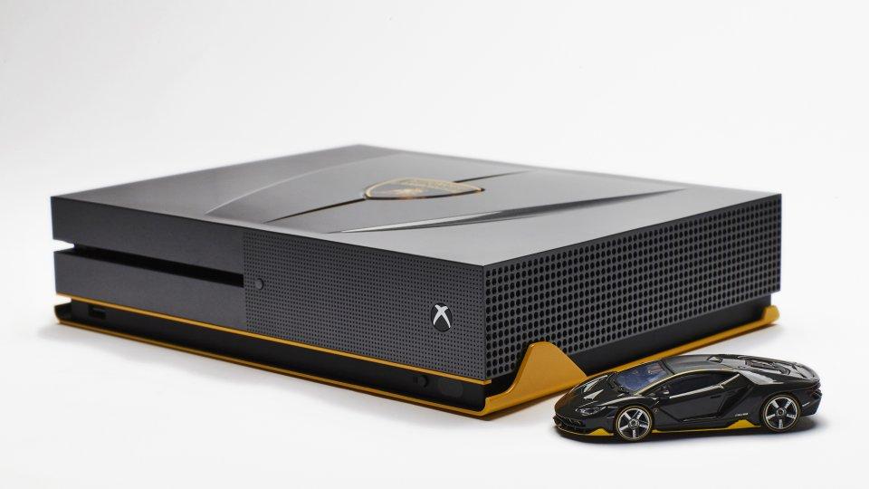 Esiste anche una versione Lamborghini Centenario di Xbox One S