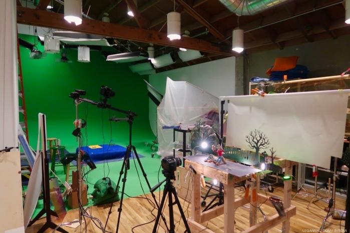 Oltre ai grandi spazi operativi, sono presenti numerosi piccoli studi in cui vengono realizzati gli stop motion e le altre animazioni poi inserite nelle produzioni dello Studio.