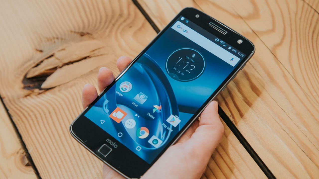 Lenovo Moto Z Play, smartphone modulare e MotoMod Hasselblad a IFA 2016
