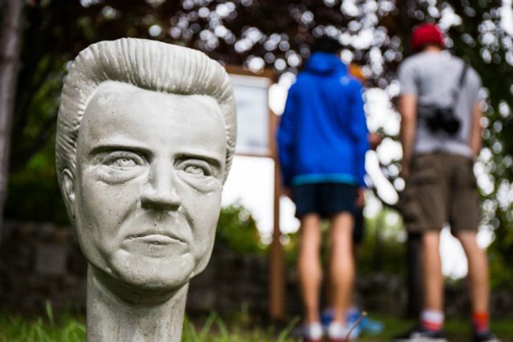 Christopher Walken, le statue da giardino