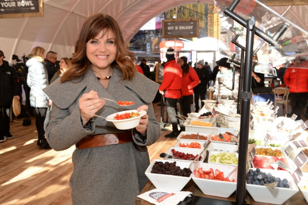 tiffani-thiessen-quaker-s-nationwide-bring-your-best-bowl-contest-in-new-york-city-january-2016-3