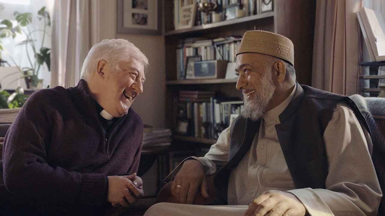 Amazon Prime, lo spot di Natale con un prete e un imam