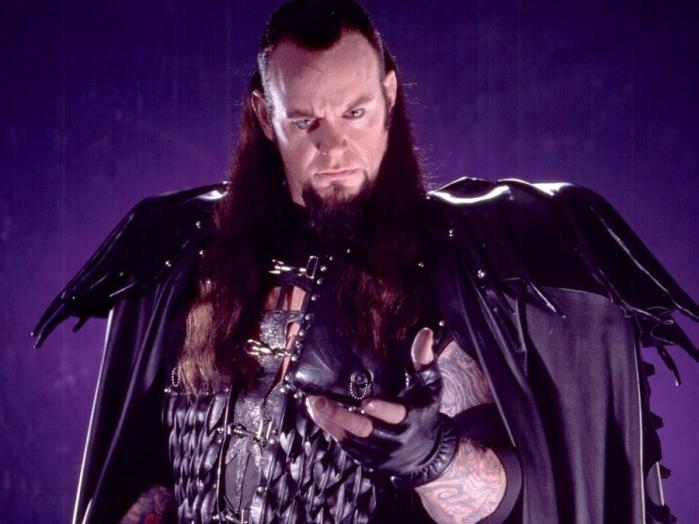 Una versione più datata dell'Undertaker, ai tempi in cui se la doveva vedere col fratello Kane