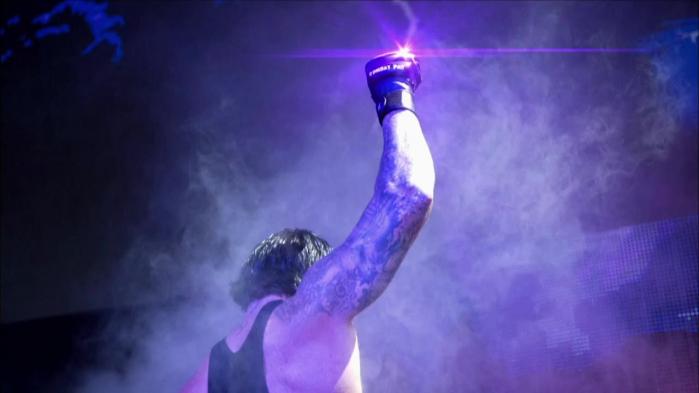 Classica taunt dell'Undertaker: prima dell'uscita dal ring, mostra il pugno chiuso rivolto verso l'alto, senza voltarsi verso il pubblico che pure lo sta applaudendo.