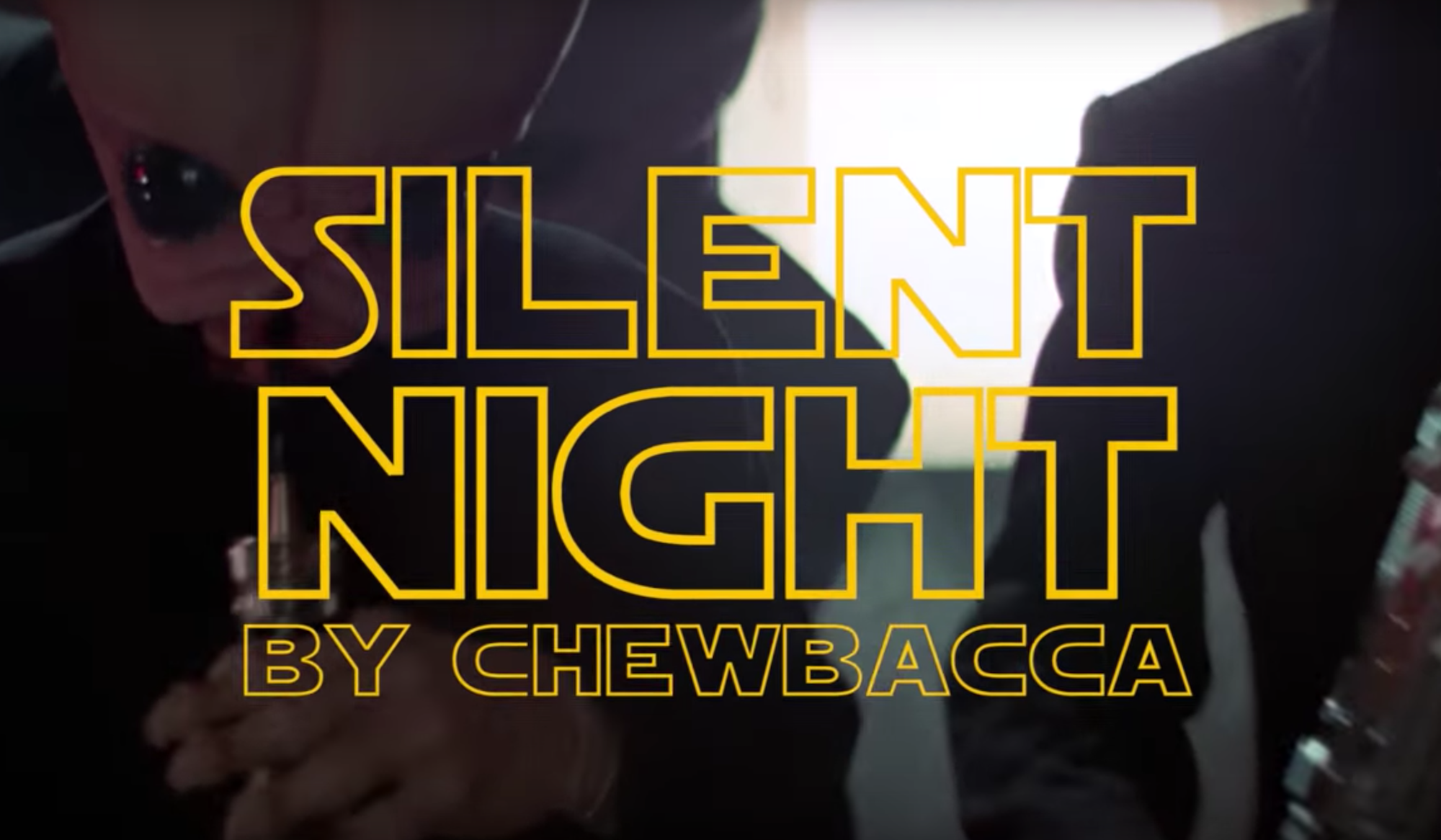 Chewbacca canta 'Silent Night'