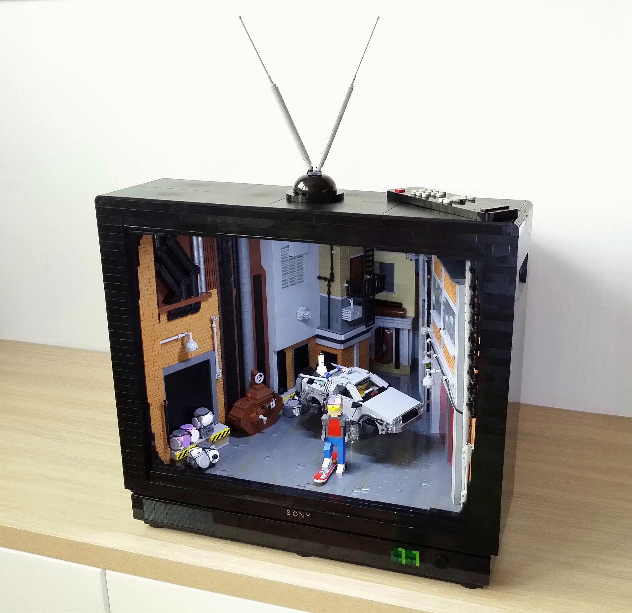 La TV anni 80 fatta in Lego di Primoz Mlakar