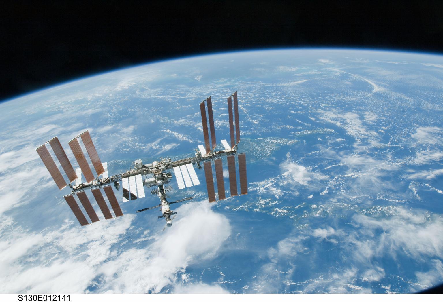 Roscosmos invierà due turisti nello spazio entro il 2022