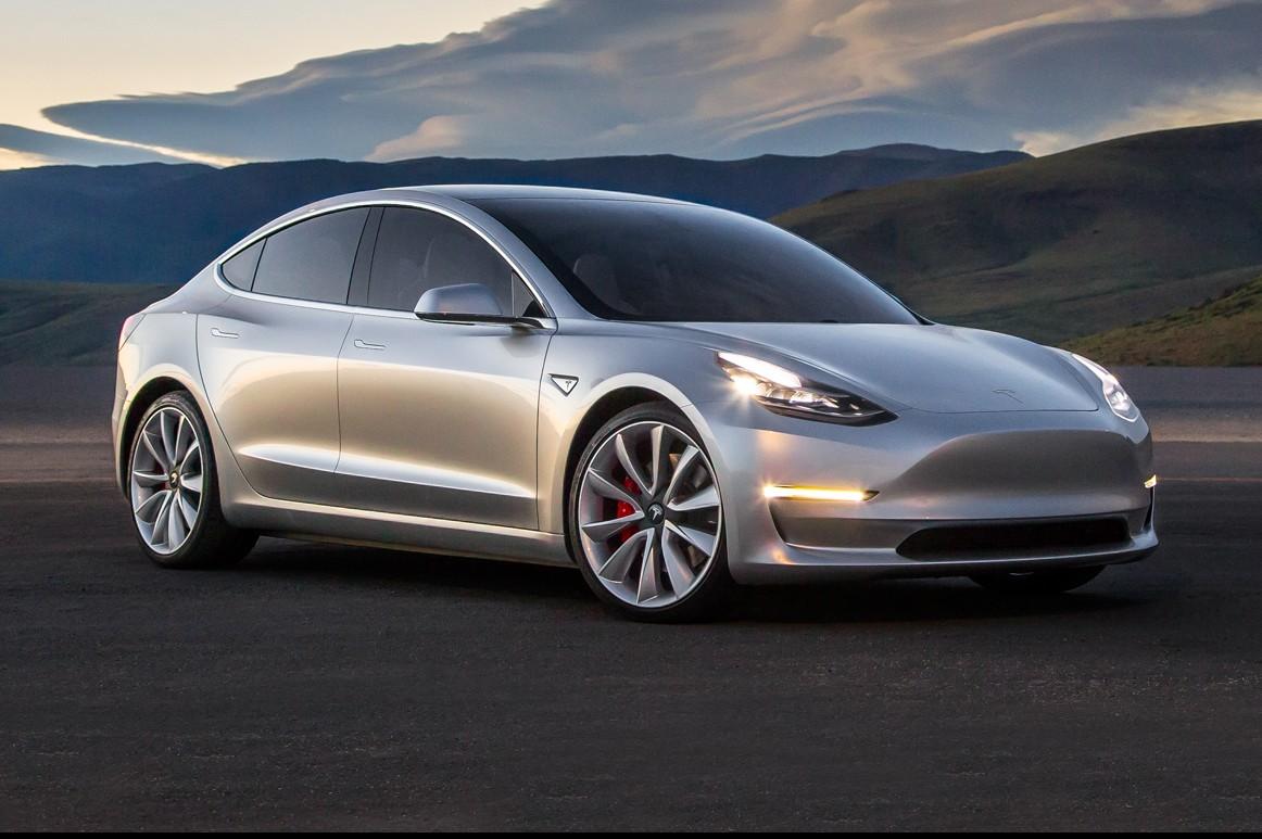 Tesla: uomo arrestato, faceva da passeggero all'autoguida
