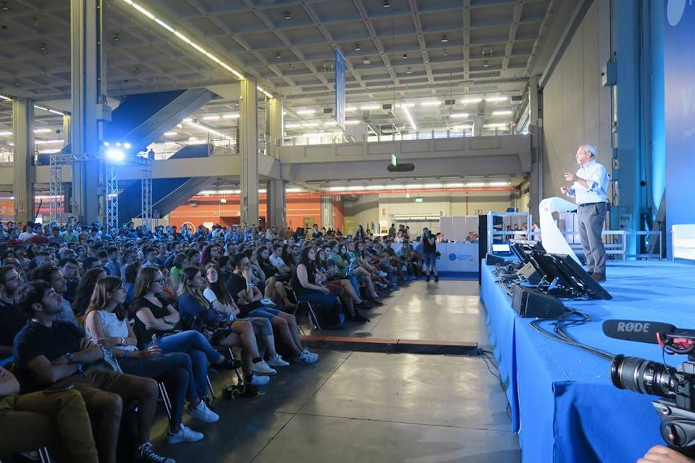 Campus Party, una porta verso la conoscenza digitale tra speaker e robot