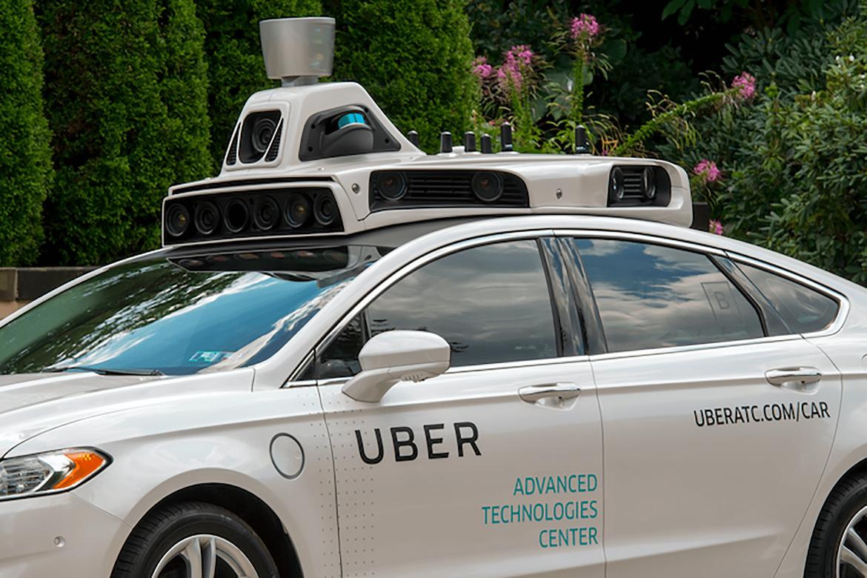 Auto Uber a guida autonoma investe e uccide una donna