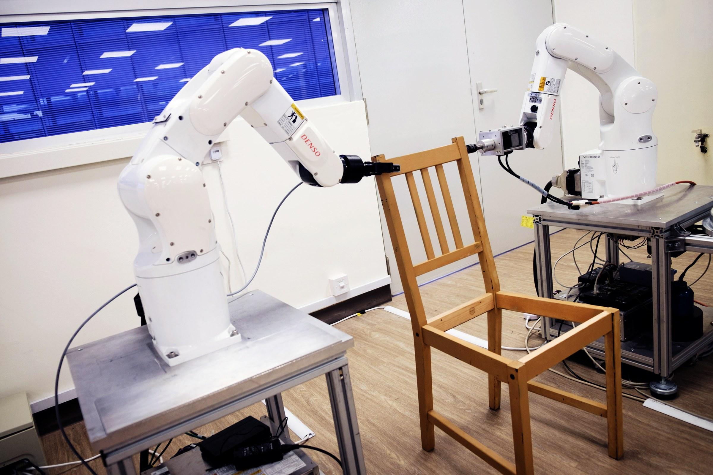 Intelligenza artificiale e braccia robotiche superano una delle sfide dell'essere umano: montare un mobile Ikea