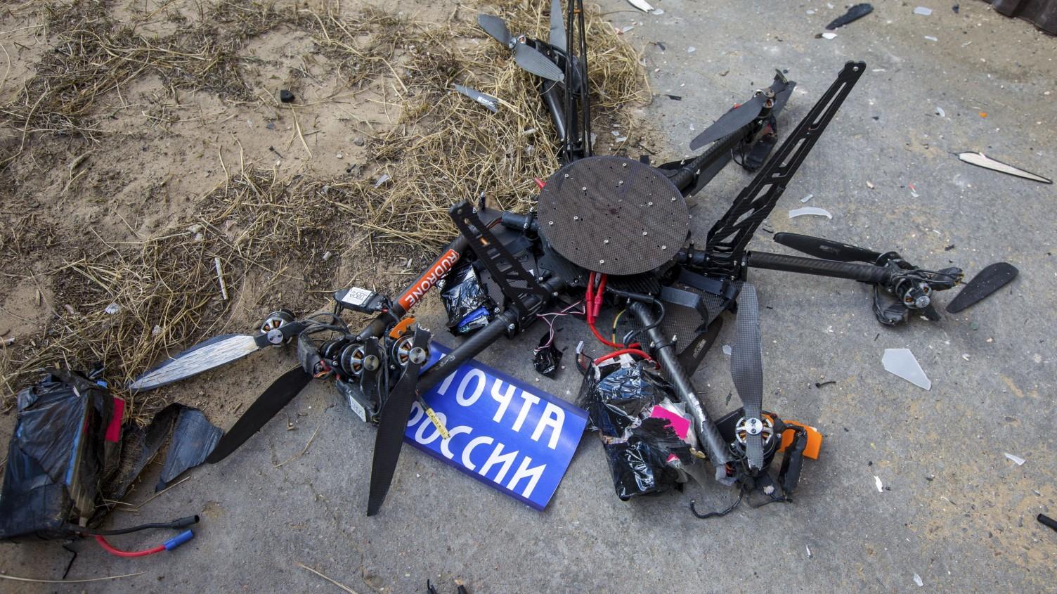 Drone postale si schianta contro un palazzo in Russia