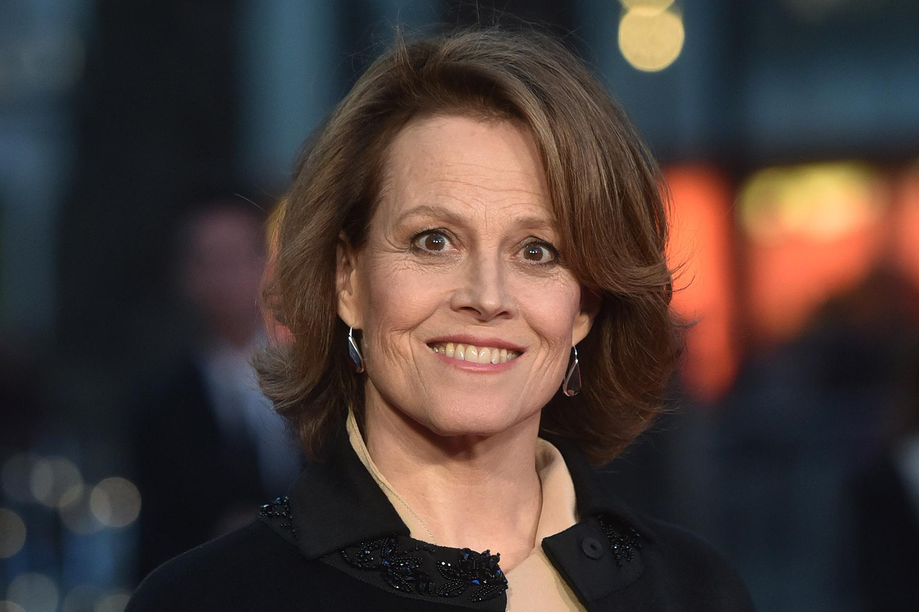 list of awards and nominations received by sigourney weaver - HD1800×1200