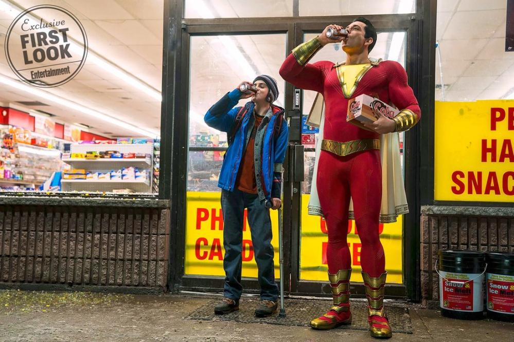 Shazam: Zachary Levi nella prima immagine ufficiale