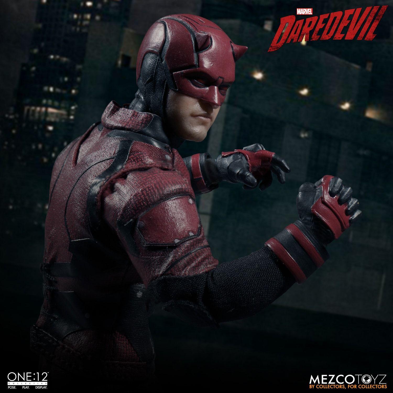Mezco Toyz apre i pre-order per la nuova Action Figure 1:12 dedicata a Daredevil
