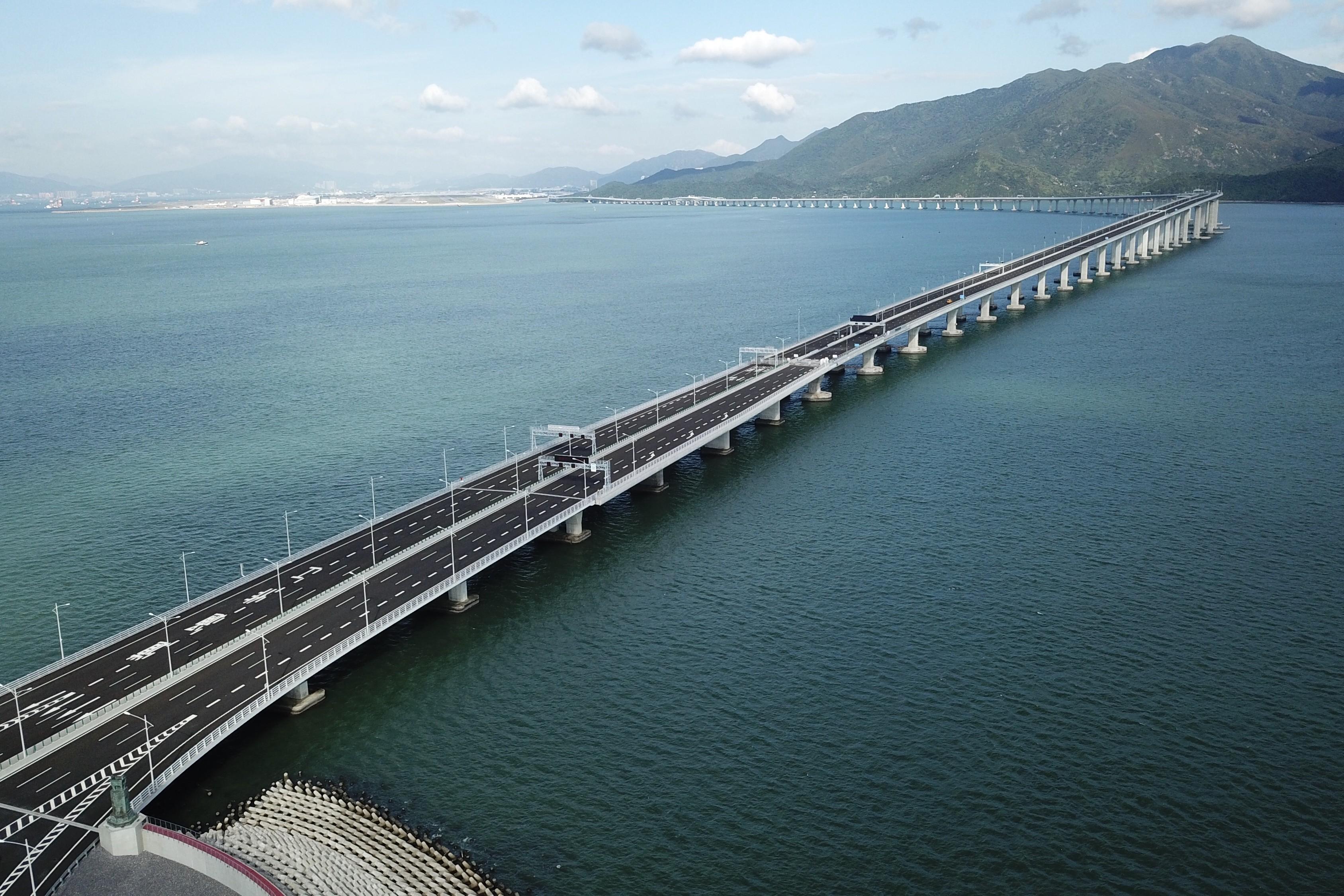 Apre ufficialmente in Cina il più lungo ponte sul mare