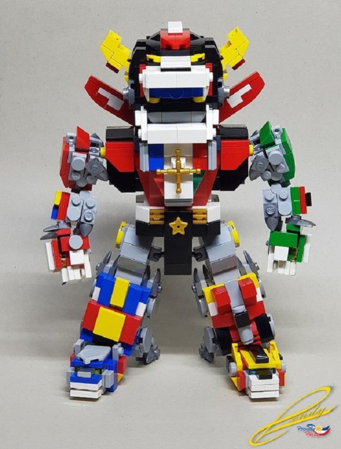 Voltron lego in versione super deformed dal suo stesso creatore