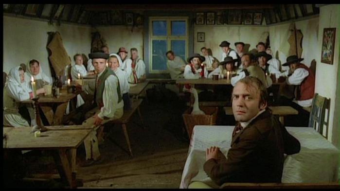 """Bruno Ganz/Jonathan Harker sperimenta la pittoresca accoglienza transilvana (""""Nosferatu, il principe della notte"""" di Werner Herzog)"""