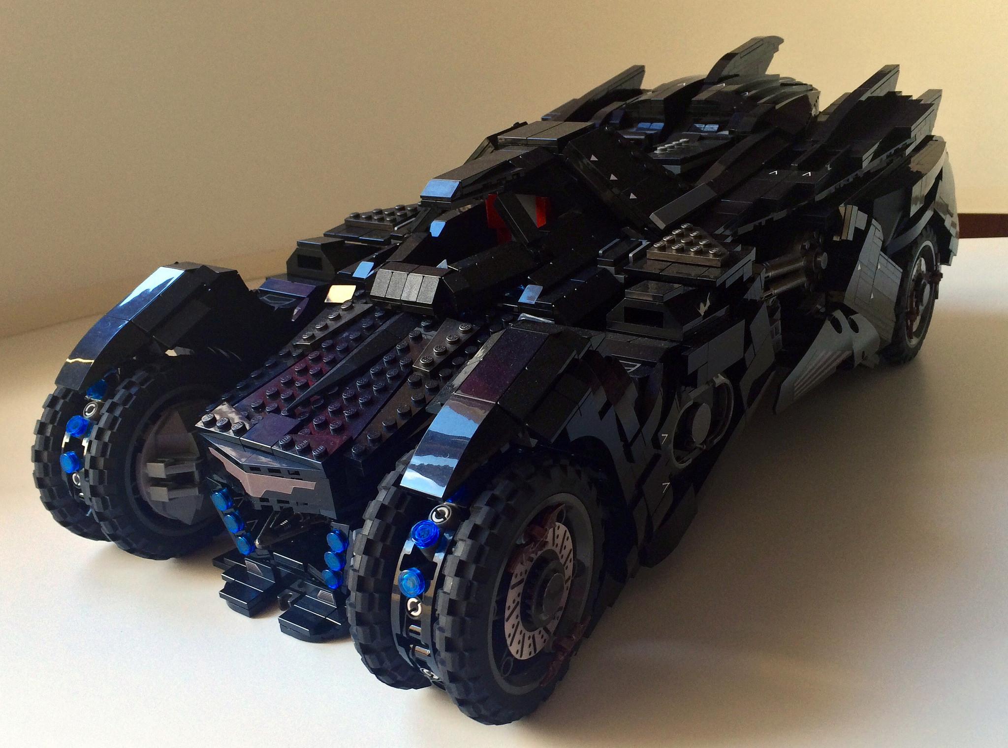 La Batmobile LEGO UCS tratta dal videogioco Arkham Knight ...