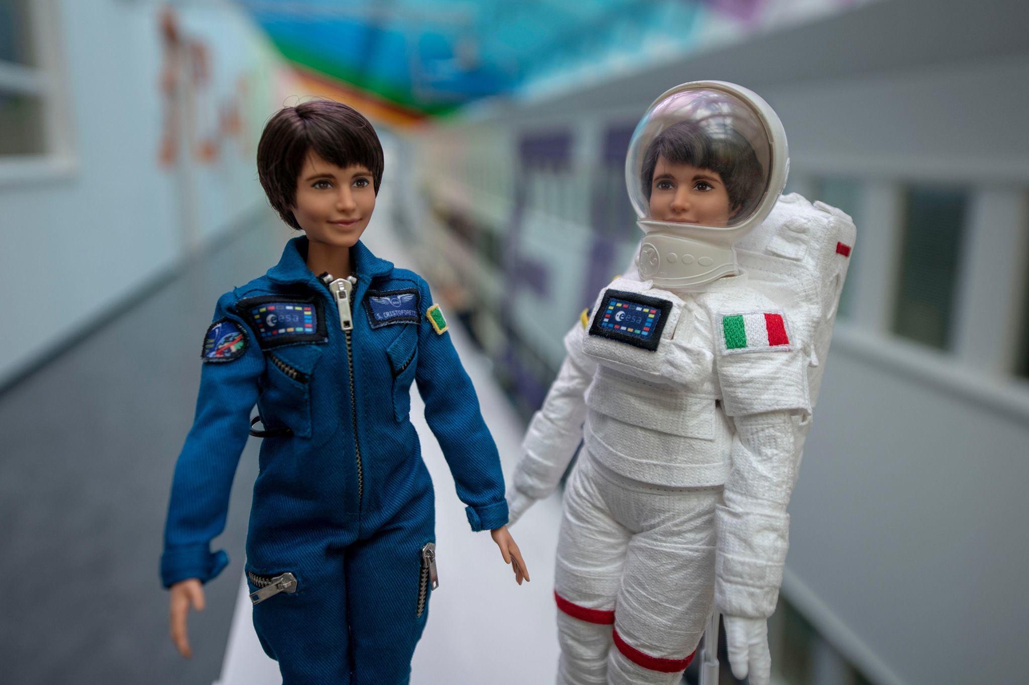 Che aspetta Mattel a commercializzare la Barbie di Samantha Cristoforetti?