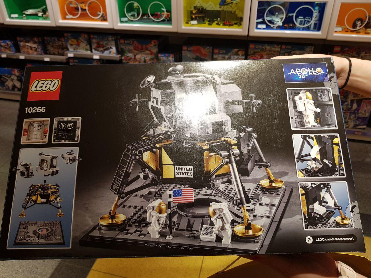 La foto della scatola del set LEGO Creator Expert 10266 NASA