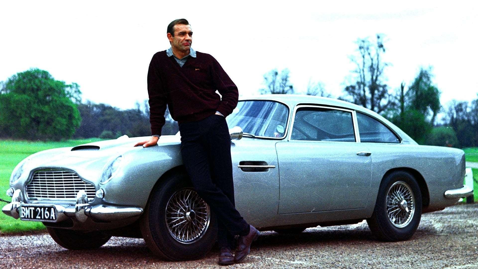 Aston Martin sta producendo una replica della DB5 guidata da James Bond in Goldfinger, con tutti i gadget inclusi