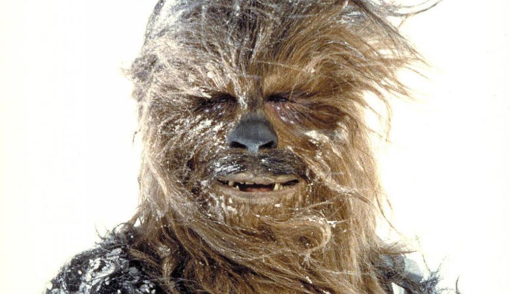 Ci ha lasciati Peter Mayhew, il gigante buono che ha dato vita al leggendario Chewbacca