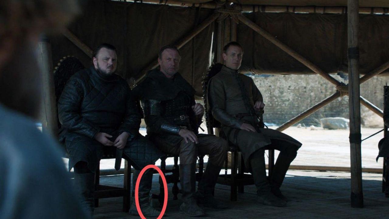 Game of Thrones: non solo Starbucks, i fan notano una bottiglietta d'acqua in una scena