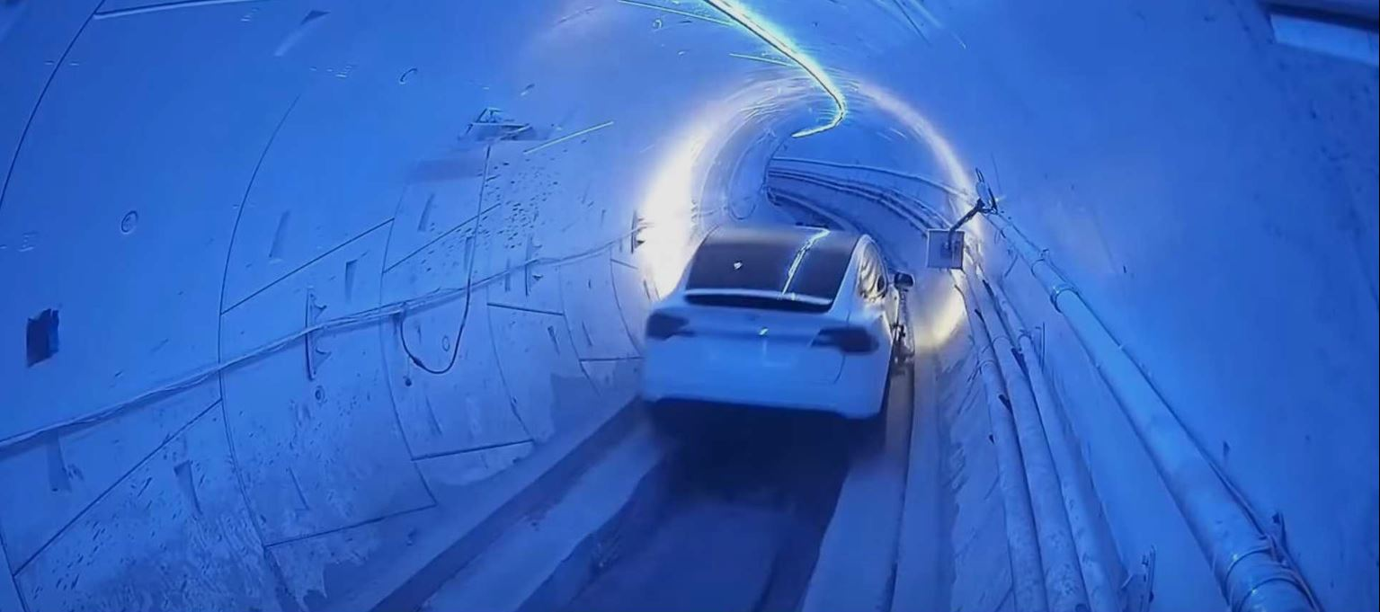The video of a Tesla that shot at 200 per hour in the tunnel of The