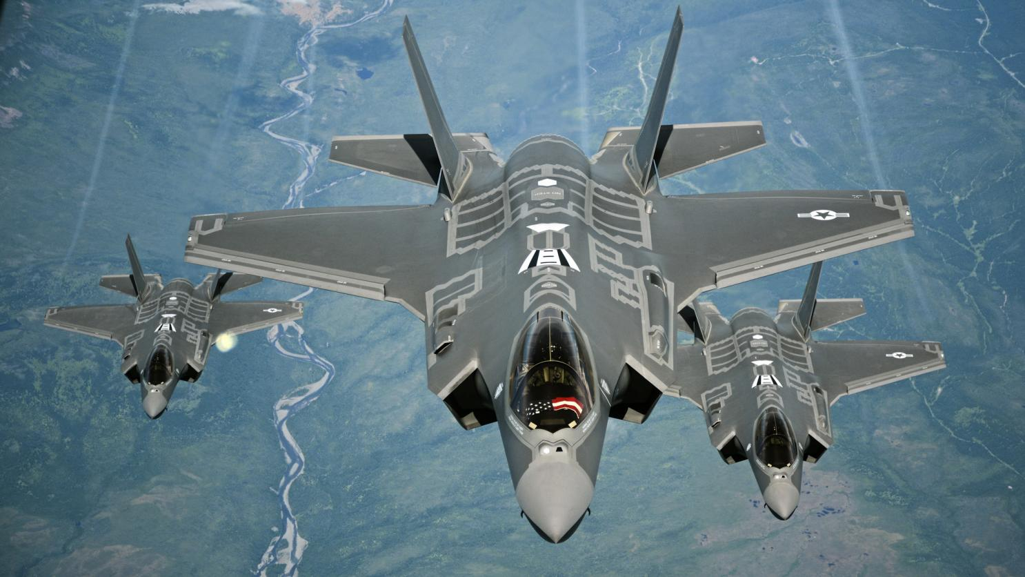 Presto gli F-35 voleranno in formazione con dei robot-gregari