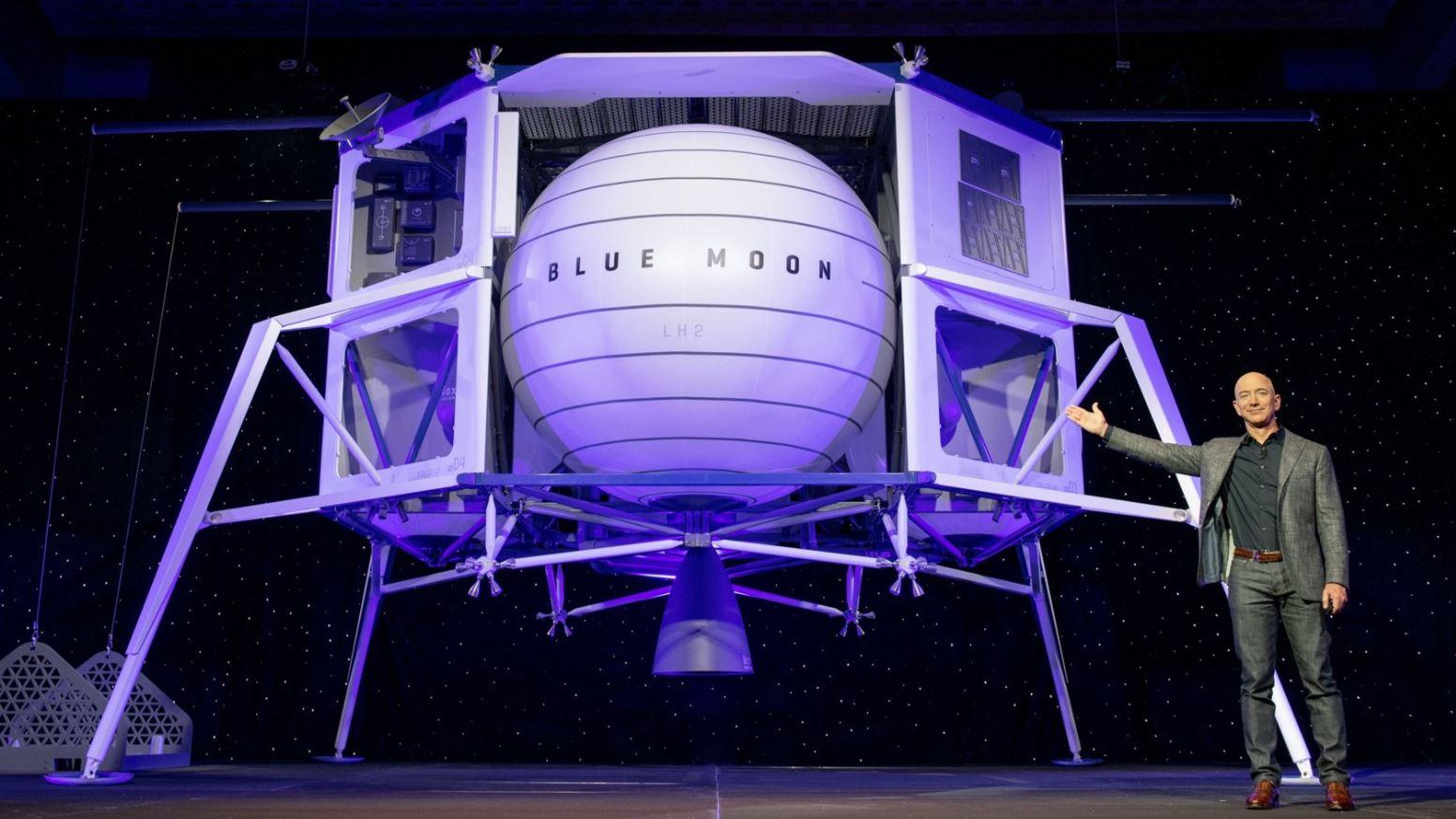 Blue Origin: Jeff Bezos visiterà presto lo spazio e si porterà dietro suo fratello