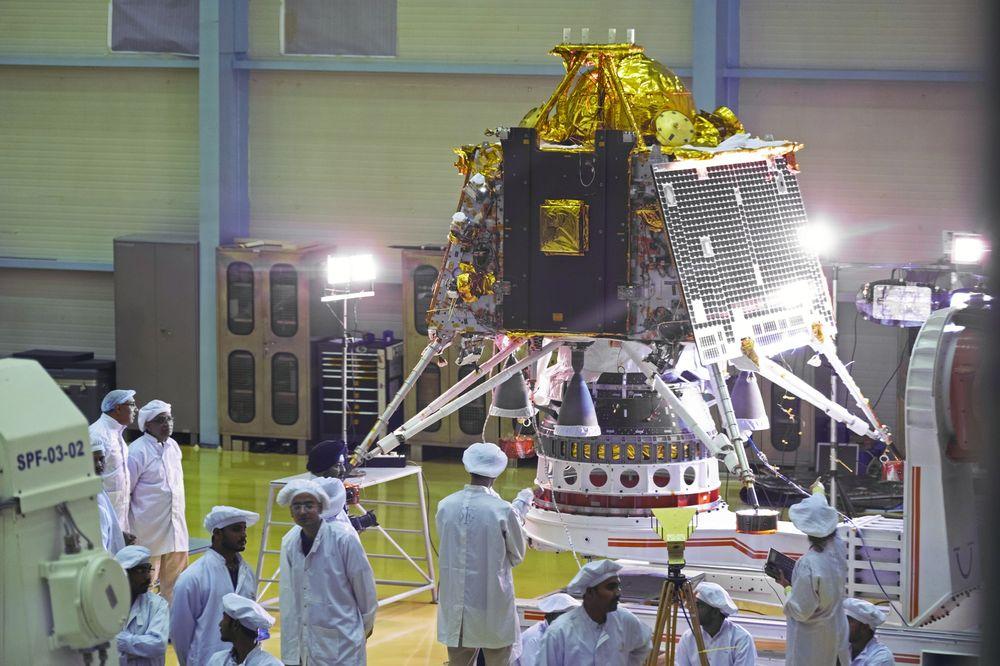 Un lander indiano è in viaggio verso la Luna