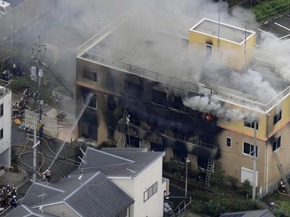 Un uomo dà fuoco alla sede di Kyoto Animation: 33 morti e molti dispersi