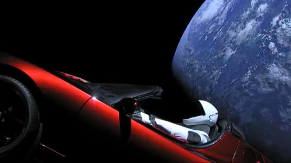 Starman a bordo della sua Tesla ha compiuto un giro completo attorno al sole