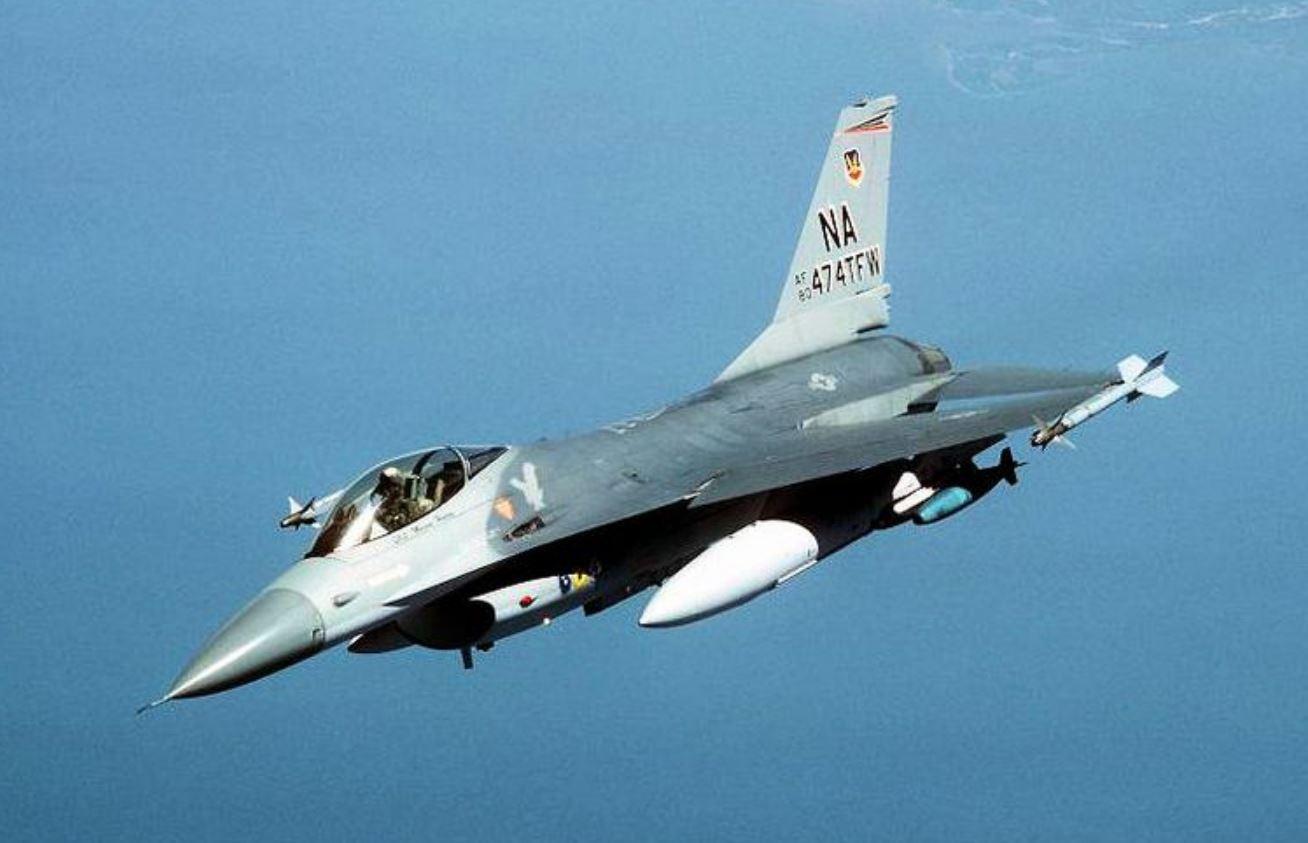 Per 8.5 milioni di dollari potete acquistare questo F-16 perfettamente funzionante