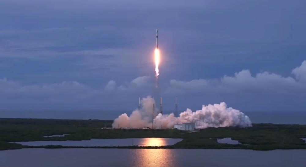 Altro lancio riuscito per il Falcon 9: la missione AMOS-17 per portare internet in Africa