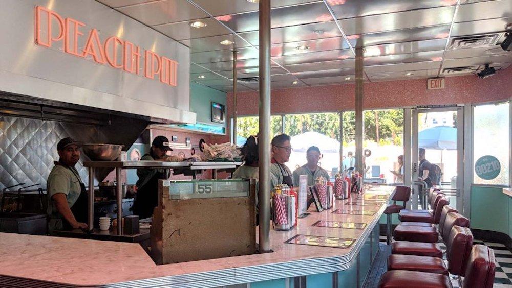 Una replica esatta del Peach Pit ha aperto a Los Angeles