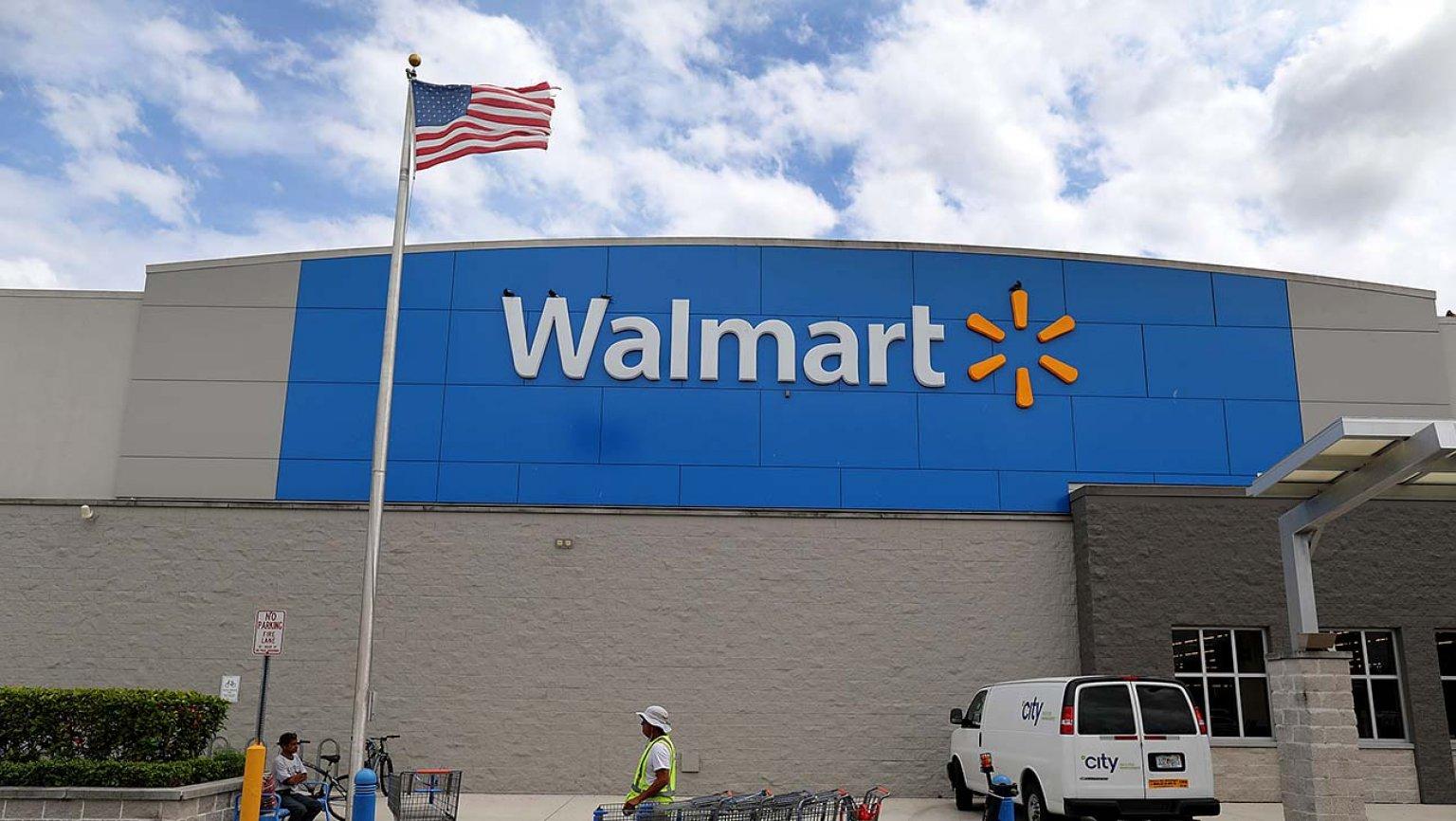 Walmart fa rimuovere le pubblicità in negozio dei videogiochi violenti... ma continua a vendere armi