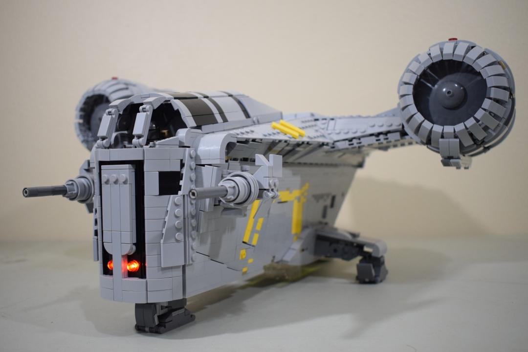 Disponibili le istruzioni per riprodurre la nave del Mandaloriano in versione LEGO