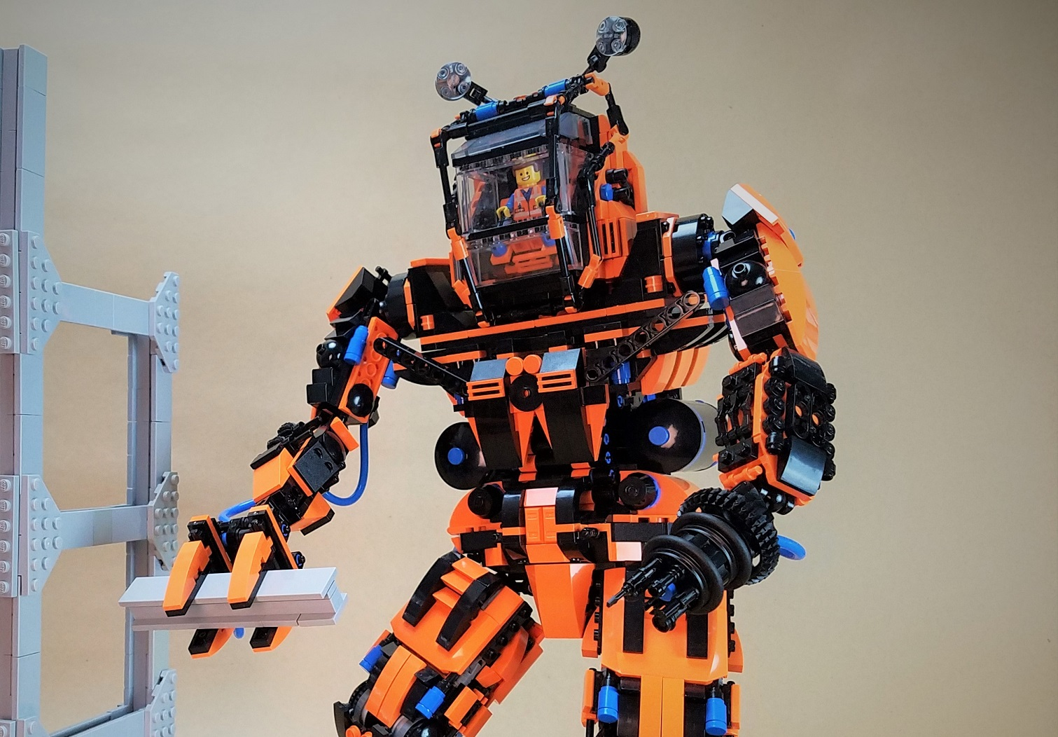 Il mecha LEGO da costruzione che sogna Emmet