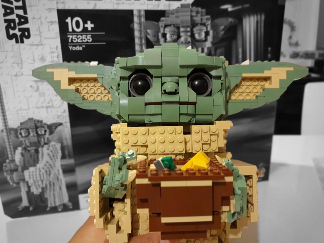 La MOC LEGO di Baby Yoda creata dal set LEGO Star Wars 75255 - Yoda