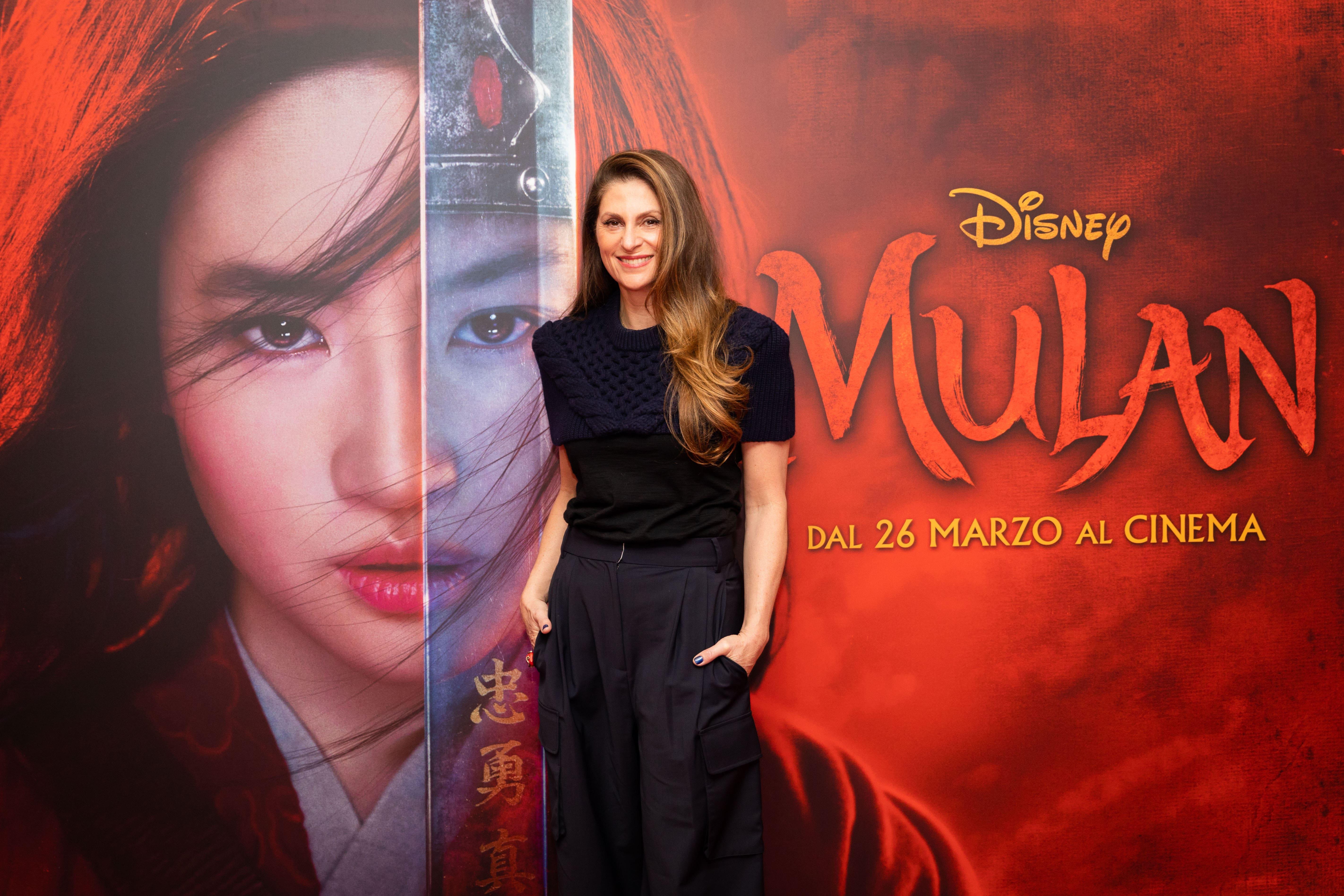 """Niki Caro su Mulan: """"Ho affrontato questo film come un guerriero ma con grazia femminile!"""""""