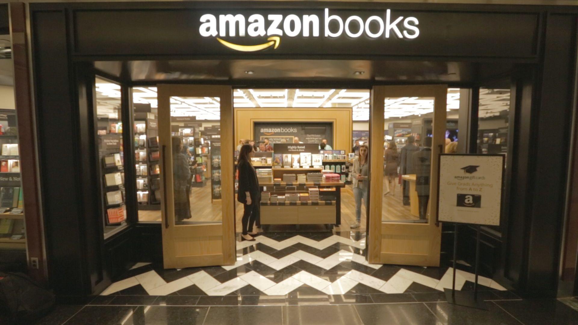 Amazon, la lista nera dei libri proibiti: dai nazisti ai libri NoVax