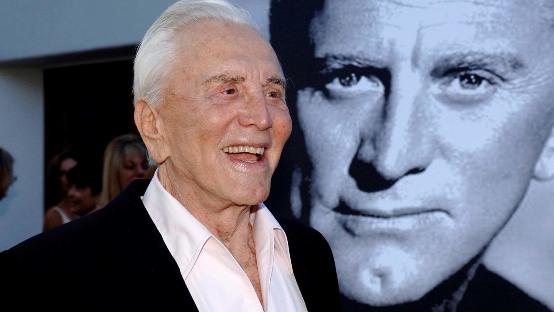 Kirk Douglas, morto l'attore decano di Hollywood, aveva 103 anni