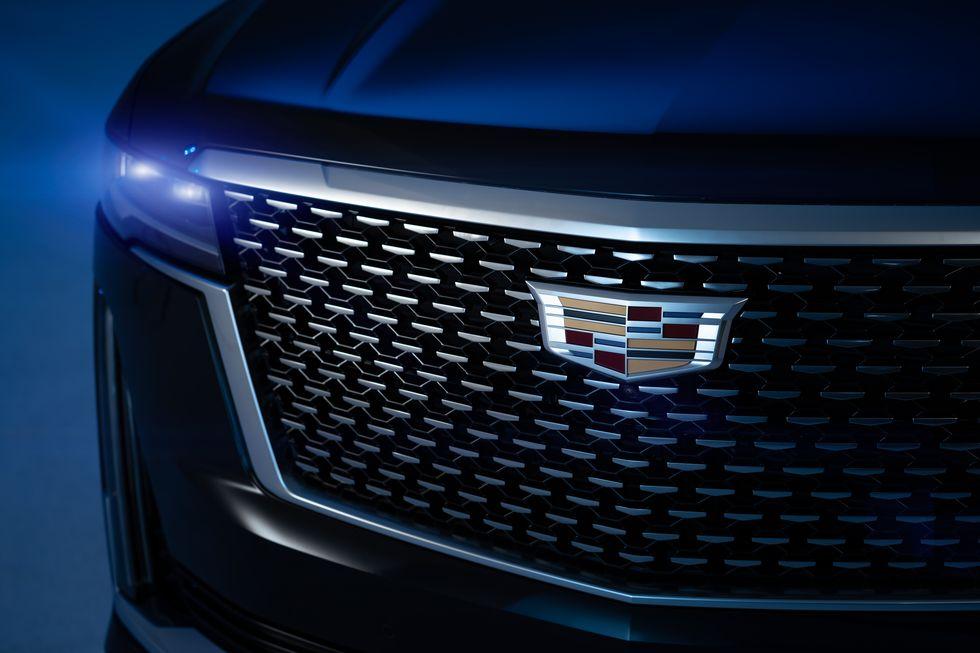 Cadillac taglia la guida semi-autonoma dall'Escalade: colpa della crisi dei chip