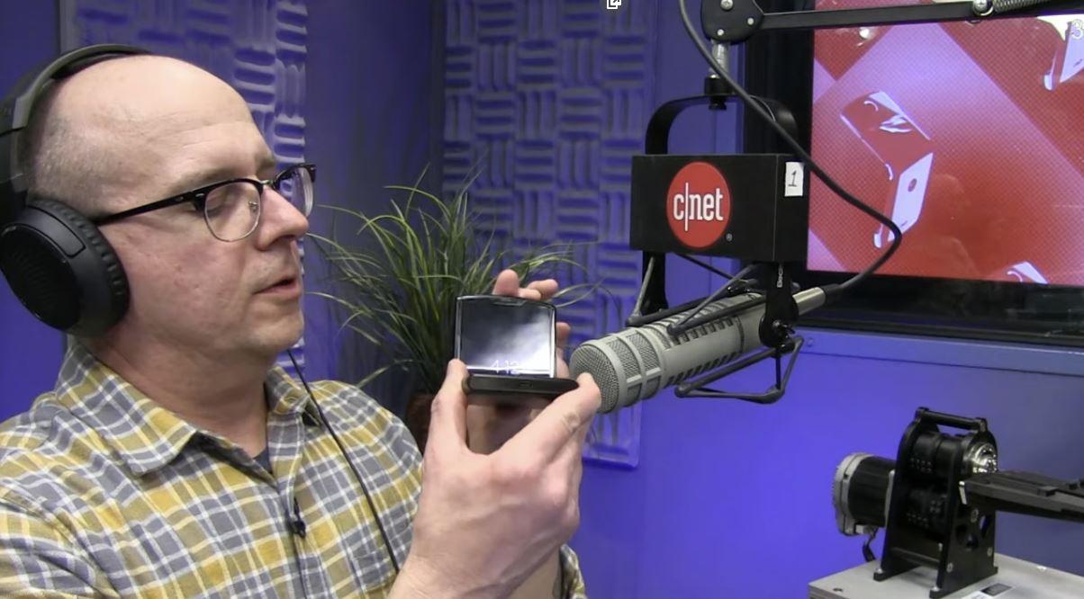 """Motorola Razr: bocciato dallo stress-test, """"rischia di rompersi in meno di un anno"""""""